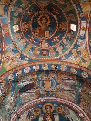 Kloster Podmaine, Blick zur Decke und in die Kuppel