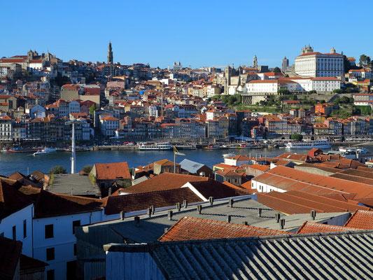 Blick von der Terrasse der Taylor's Portweinkellerei nach Porto
