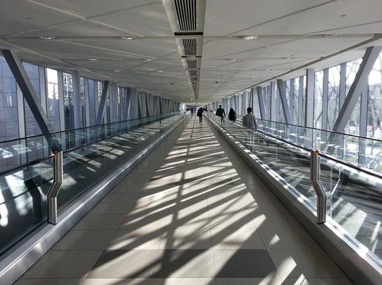 Metro Link (800 m lang) zwischen der Metro-Station Burj Khalifa/Dubai Mall und der Dubai Mall