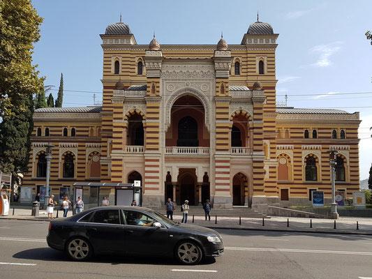 Sacharia-Paliaschwili-Opernhaus im orientalischen Stil. Wiederaufbau des 1973 abgebrannten Hauses von 1880-1896 in den 1980er Jahren