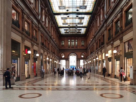 Galleria Alberto Sordi, Einkaufszentrum gegenüber der Piazza Colonna