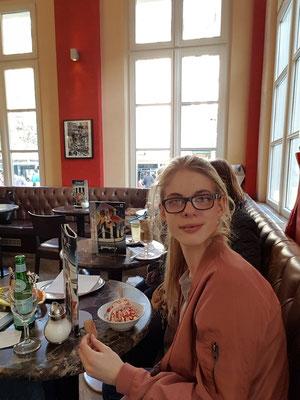 Ricarda Schäfer im Eiscafé Elisenbrunnen am 24.3.2017