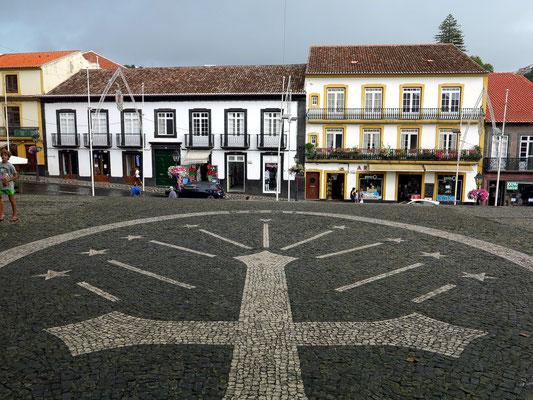 Platz und Straßenfront vor der Kathedrale (Sé Catedral)