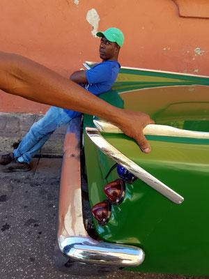 Der Kubaner und sein Straßenkreuzer