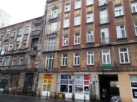 Zelazna Nr. 34: Häuserzeile aus der Vorkriegszeit im ehemaligen Warschauer Ghetto