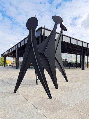 Alexander Calder: Köpfe und Schwanz (Têtes et Queue), Stahl, 1965
