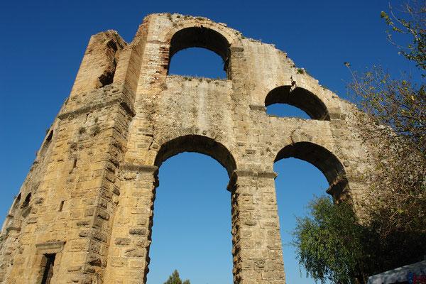 Ruine des römischen Aquädukts von Aspendos: nördlicher Druckturm