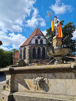 Arnstadt, Hopfenbrunnen und Bachkirche