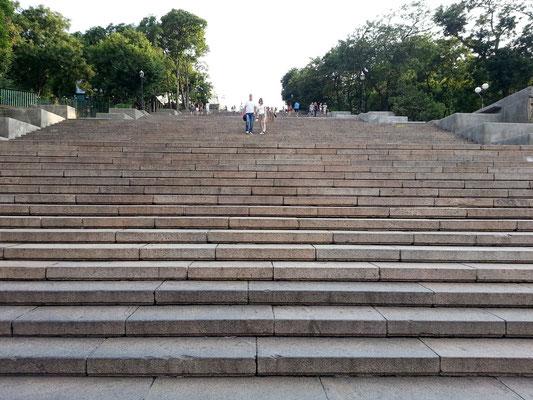 Potemkinsche Treppe. Auf 142 Metern Länge überwindet sie 30 Höhenmeter. Sie wurde von 1837 bis 1841 erbaut.