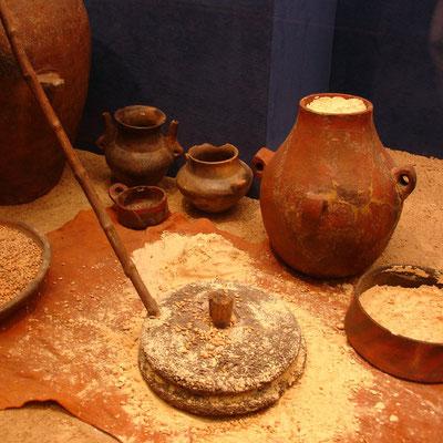Museo Canario, Getreidemühle, Gefäße und Krüge