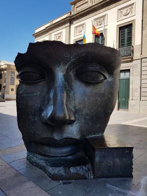 Igor Mitoraj, Per Adriane, 1993 - Skulptur vor dem Teatro Guimerá