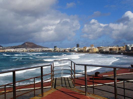 Las Palmas, Blick vom Konzerthaus Auditorio Alfredo Kraus nach Osten auf die Playa de las Canteras