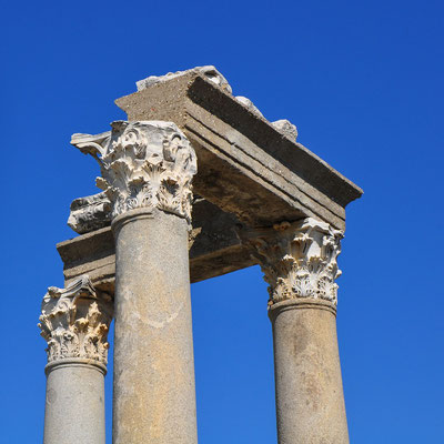 Perge, Säulen mit korinthischen Kapitellen