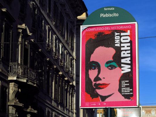 Plakat mit einer Ausstellung von Andy Warhol