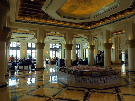 Eingangshalle des 5-Sterne-Hotels Jumeirah Mina A'Salam