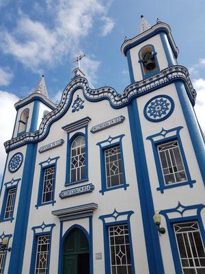 Praia da Vitória mit der Igreja do Senhor Santo Cristo