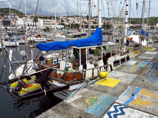 Im Hafen von Horta