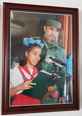 Foto von Fidel Castro und Schülerin
