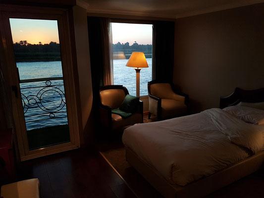 Blick aus meiner Kabine auf die Nillandschaft in der Abenddämmerung