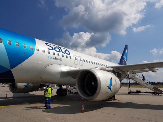 Meine A 320 der Sata International auf dem Flughafen Frankfurt, Destination Ponta Delgada