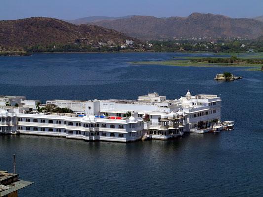 Taj Lake Palace im Pichola-See, luxuriöses Hotel aus dem 18. Jahrhundert