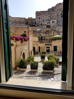 Blick aus meinem Zimmer zur Via D'Addozzio und Piazza S. Pietro Barisano