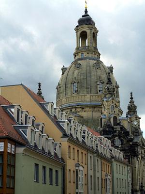 Kuppel der Frauenkirche über den Dächern der Altstadt