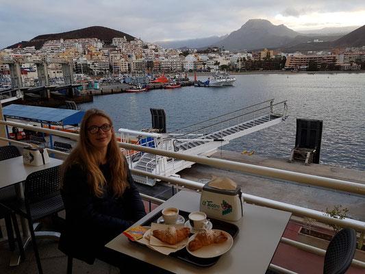 Frühstück im Hafen von Los Cristianos vor der Abfahrt mit der Schnellfähre nach La Gomera