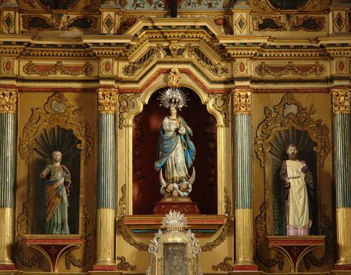Valverde, Hauptkirche Santa María de la Concepción, Detail des barocken Altars mit der Statue der Nuestra Señora de la Concepción