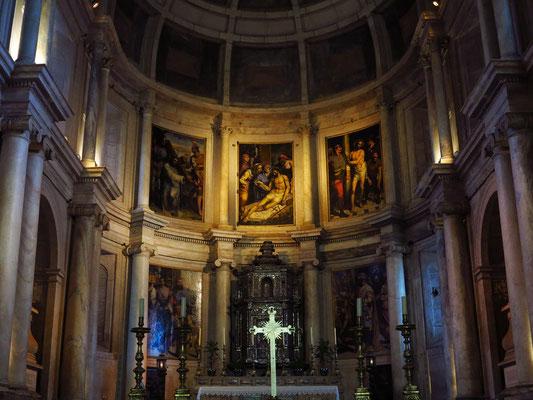 Hieronymus-Kloster (Mosteiro dos Jerónimos), Innenansicht der Kirche mit Altarwand