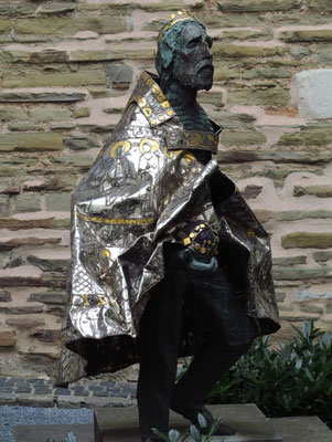 Aachener Dom. Der Heilige Stephan I. (ungarisch Szent István), * 969,  † 1038, war der erste König Ungarns und ist heute der Nationalheilige des Landes. Er christianisierte die heidnischen Magyaren.  Statue von Imre Varga, 1993