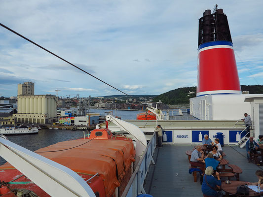 Die STENA SAGA verlässt den Hafen von Oslo.