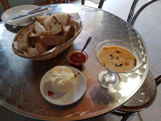 "Lunch im Restaurante ""O Pescador"" in Ponta Delgada (Frischkäse und Maracuja-Creme)"