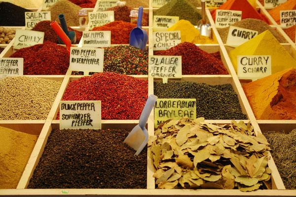 Gewürzmarkt im Basar von Antalya