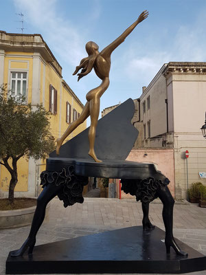 Surrealist Piano, Piazza San Francesco