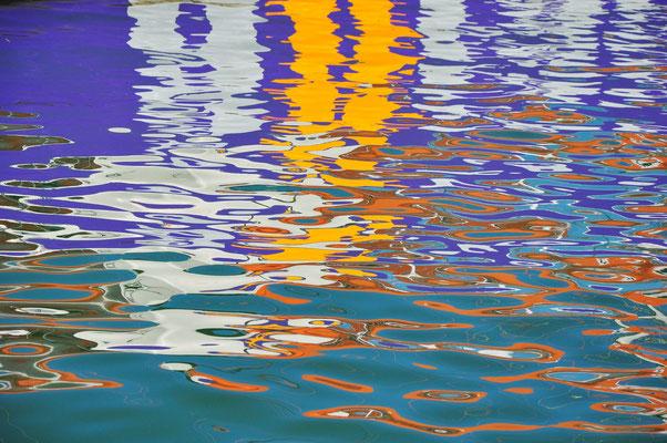 Wasserspiegelung im Hafen von Palma
