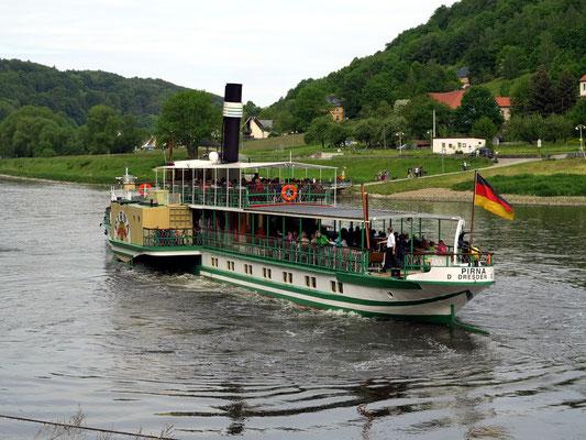 """Die """"Pirna"""" hat von Königstein abgelegt."""