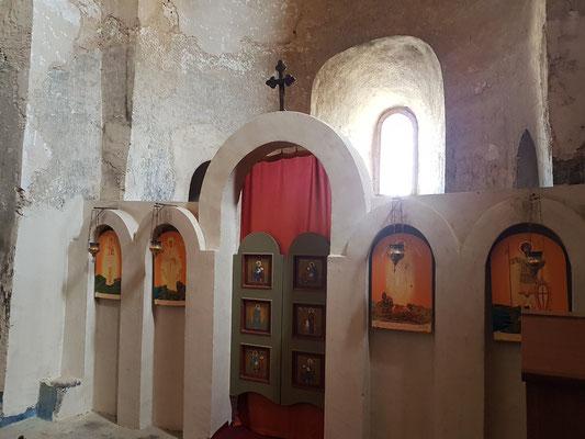 Inneres der Kirche mit Ikonostase