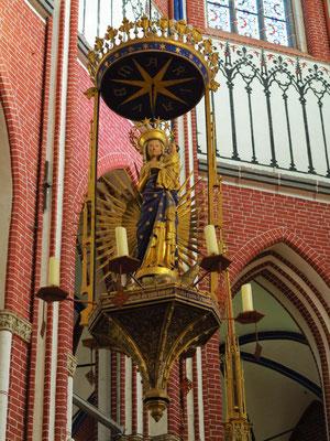 Leuchter mit Marienfigur von 1290, seit 1400 als apokalyptische Madonna, Figur ursprünglich im Hochaltarmittelfeld