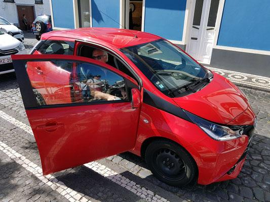 Ribeira Grande, unser Mietwagen Toyota Aygo