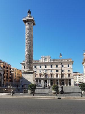 Mark-Aurel-Säule auf der Piazza Colonna, Höhe 39,72 m