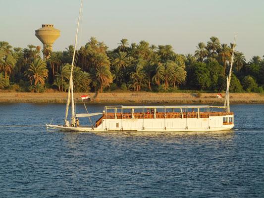 Kleines Nilkreuzfahrtschiff