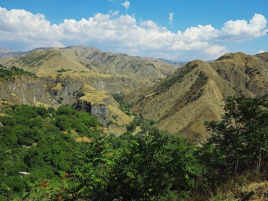 Landschaft bei Garni mit Basaltsäulen