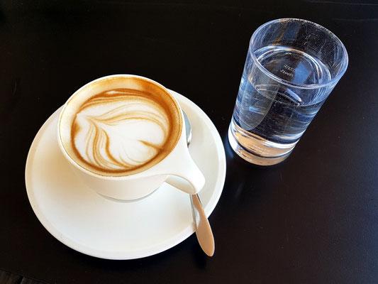 Cappuccino im Restaurant der Terrazza Caffarelli
