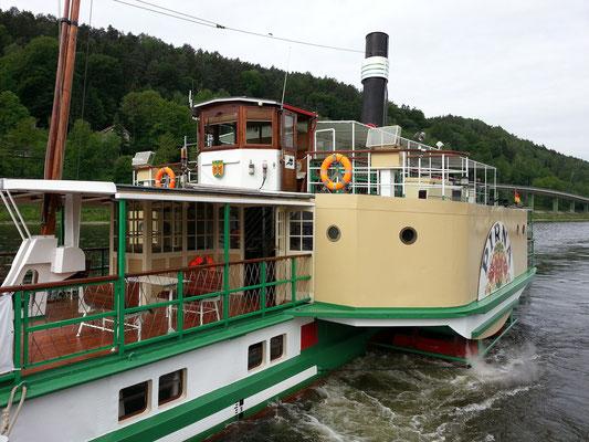"""Dampfschiff """"Pirna"""" (Seitenraddampfer) an der Anlegestelle Bad Schandau"""