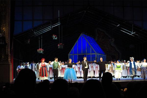Applaus nach der Vorstellung von Székely fonó (Die Spinnstube) von Zoltán Kodály