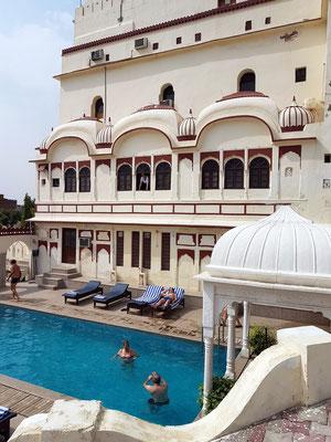 Heritage Hotel Surajgarh Fort, Swimmingpool neben dem Hauptgebäude
