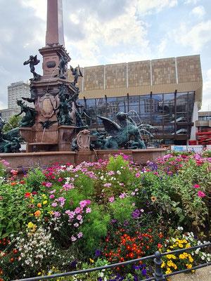 Mendebrunnen und Gewandhaus-Konzertgebäude