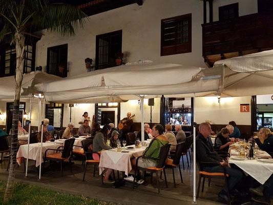 Abends auf der Restaurant-Terrasse