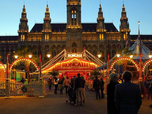 Zirkus Roncalli vor dem Rathaus